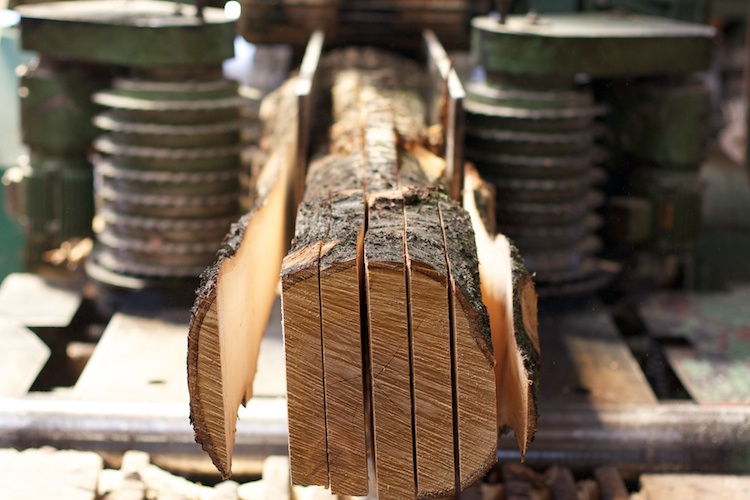 Holz für eine Treppe im Sägewerk